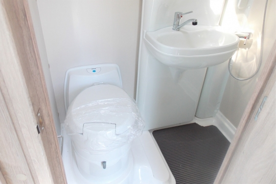 Autosleepers Broadway 2021 washroom.JPG