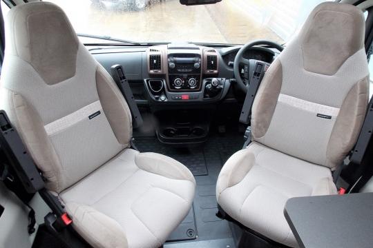Bessacarr 560 cab.JPG