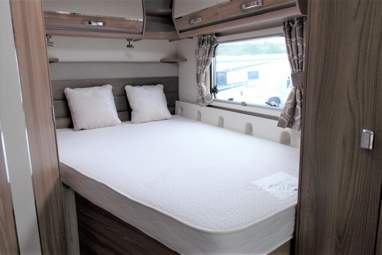 Bessacarr 560 bedroom.JPG