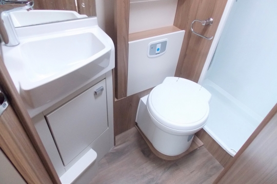 Bessacarr 560 washroom.JPG