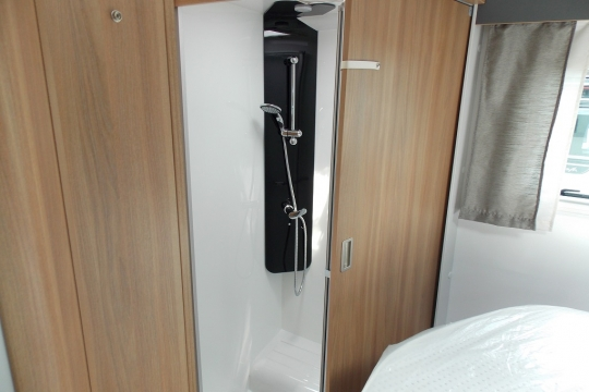 Bailey Adamo 75-4i Shower.JPG