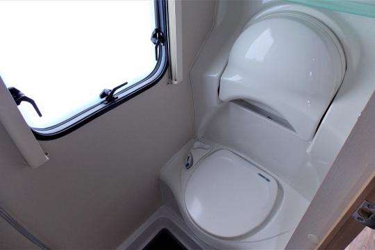elddis-majestic-145-toilet.JPG