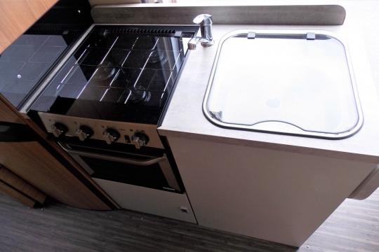 autotrail-v-line-636-kitchen.JPG