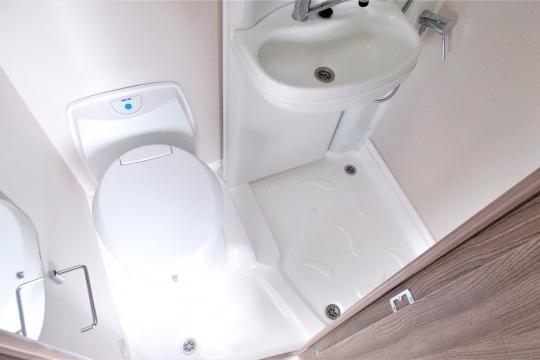 auto-sleepers-broadway-washroom.JPG