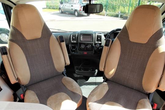 globecar-roadscout-r-cab.JPG