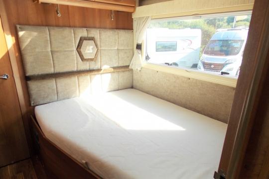 auto-sleepers-burford-bedroom.JPG