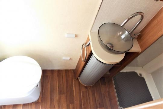 auto-sleepers-burford-washroom.JPG