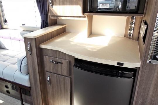 auto-sleepers-broadway-eb-kitchen2.JPG