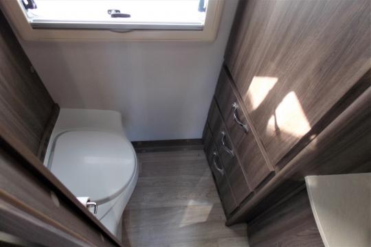 auto-sleepers-broadway-eb-washroom2.JPG