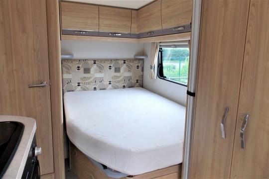 elddis-majestic-155-bed.JPG