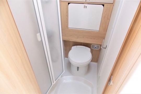elddis-majestic-155-washroom.JPG