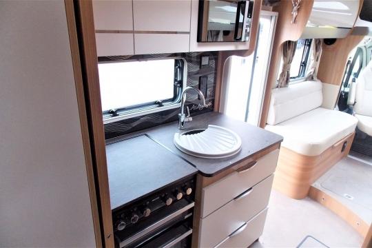 bailey-autograph-79-4t-kitchen.JPG