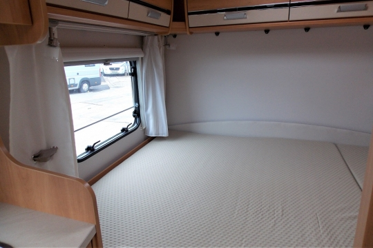 deffleffs-globebus -bedroom.JPG