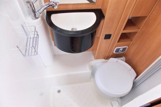 deffleffs-globebus -washroom.JPG