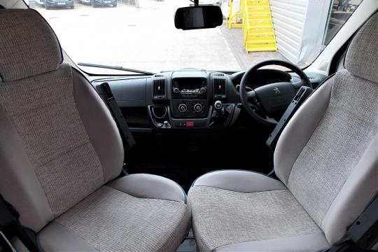 elddis-autoquest-115-cab.JPG