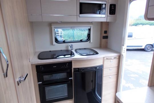 elddis-autoquest-115-kitchen.JPG