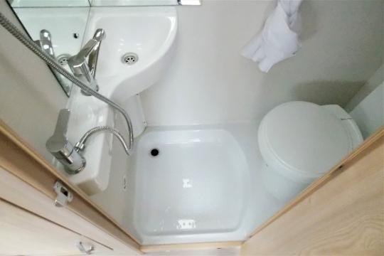 elddis-autoquest-115-washroom.JPG
