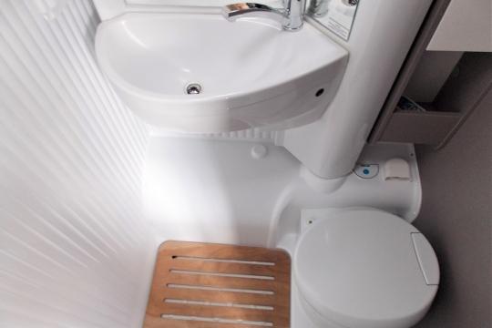 Etrusco-v5900-db-washroom.JPG