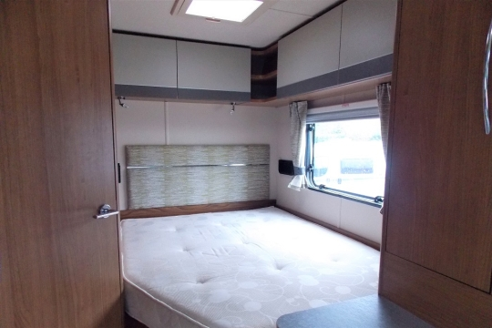 auto-trail-tribute-t715-bedroom.JPG