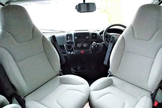 auto-trail-tribute-t715-cab.JPG