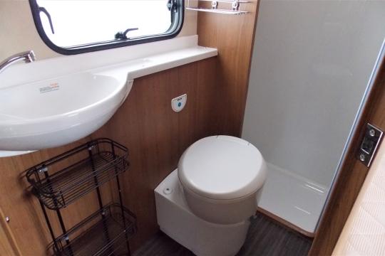 auto-trail-tribute-t715-washroom.JPG